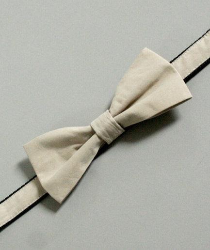 Hundehalsband mit Fliege beige