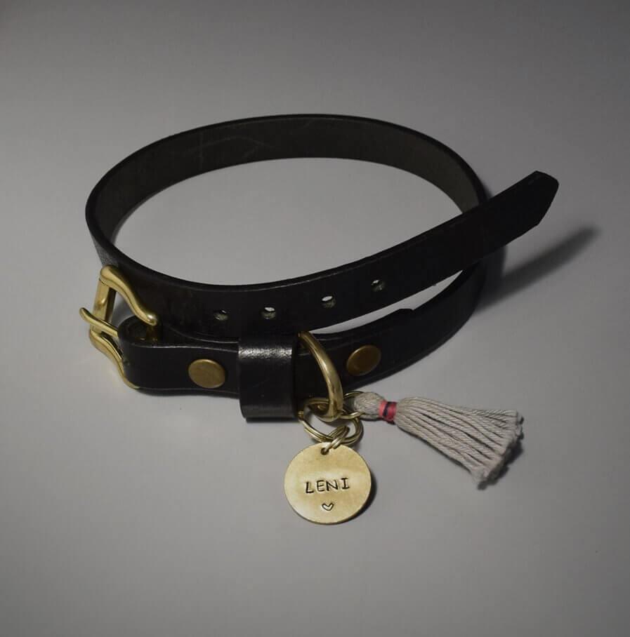 Schwarzes Hundehalsband aus Leder mit Namen
